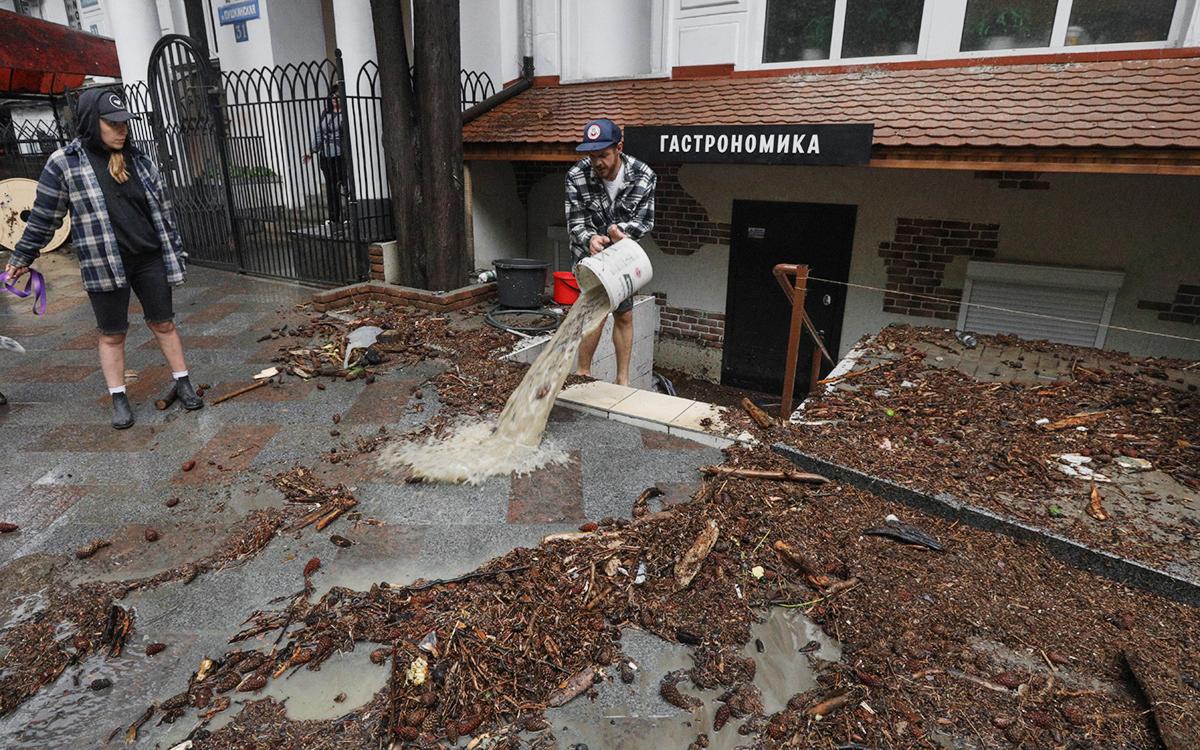 Аксенов назвал катастрофическим ущерб Ялты от наводнения