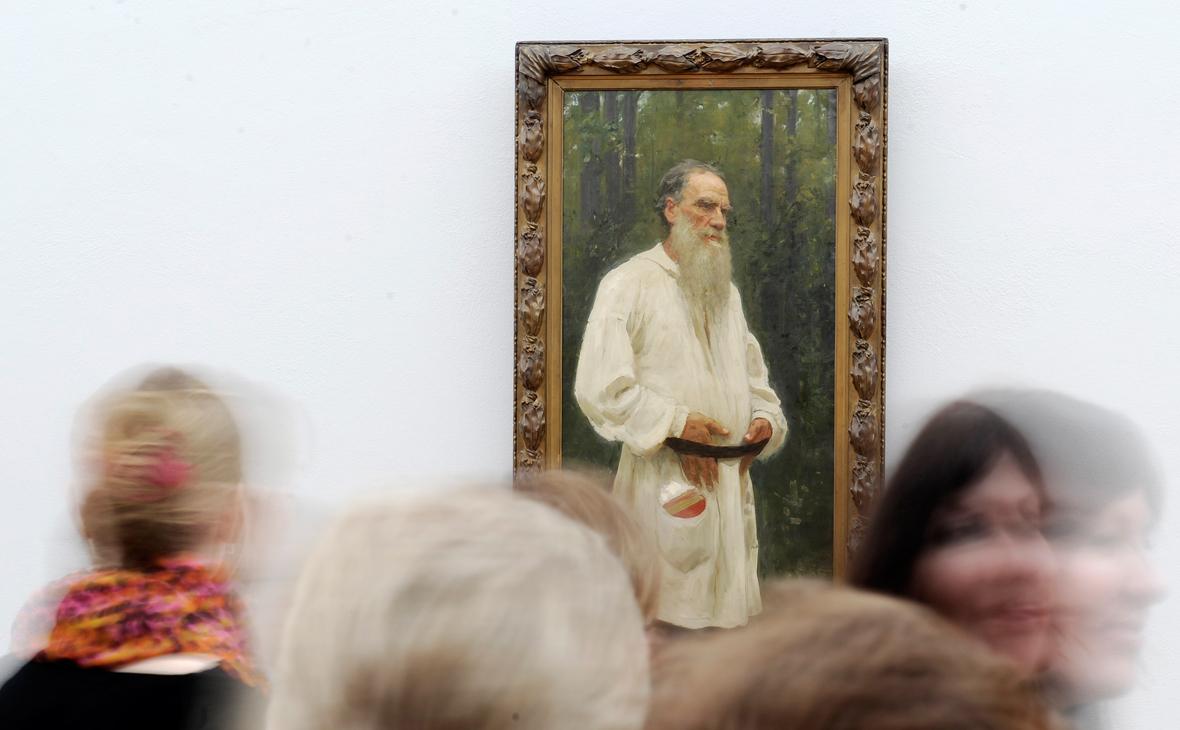 Портрет писателя Льва Толстого на выставке