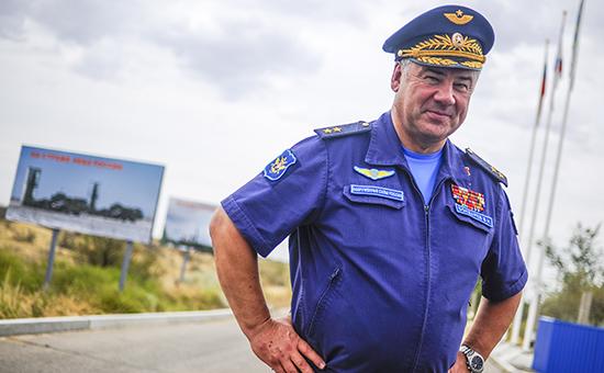 Главнокомандующий Воздушно-космическимисилами России ВикторБондарев
