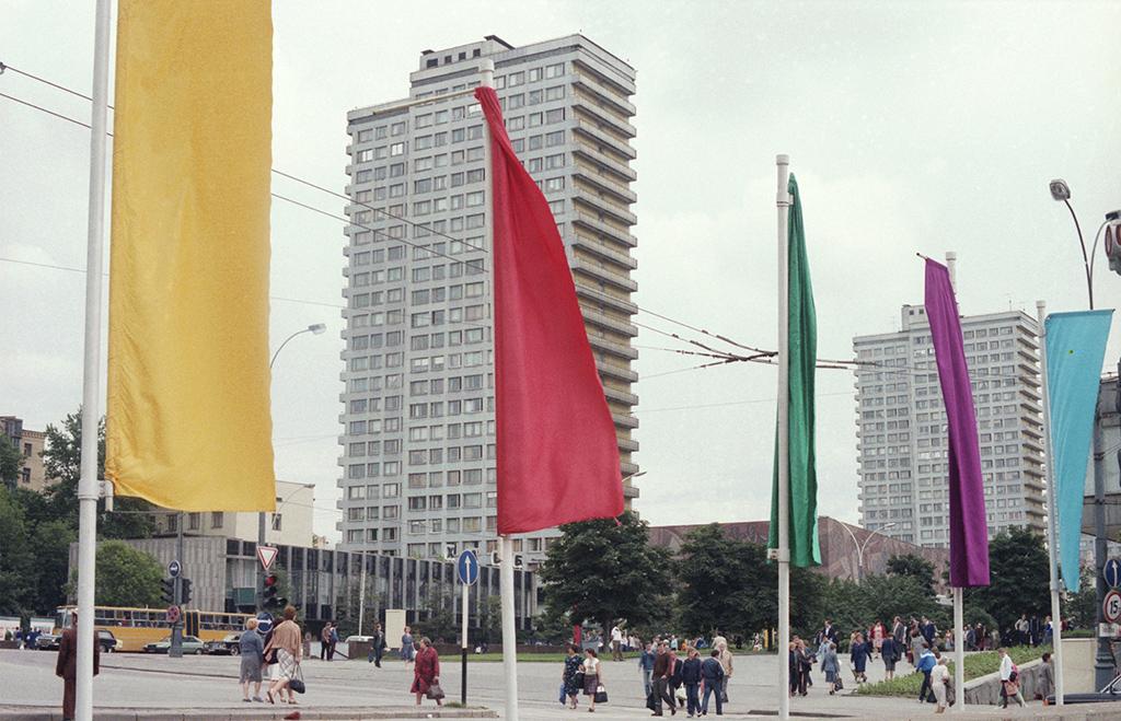 XII Всемирный фестиваль молодежи и студентов. Празднично украшенный проспект Калинина