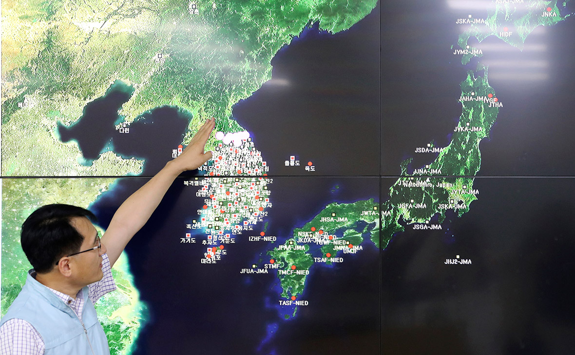 Демонстрация района землетрясения, вызванного ядерными испытаниями Пхеньяна. Сеул, сентябрь 2017 года