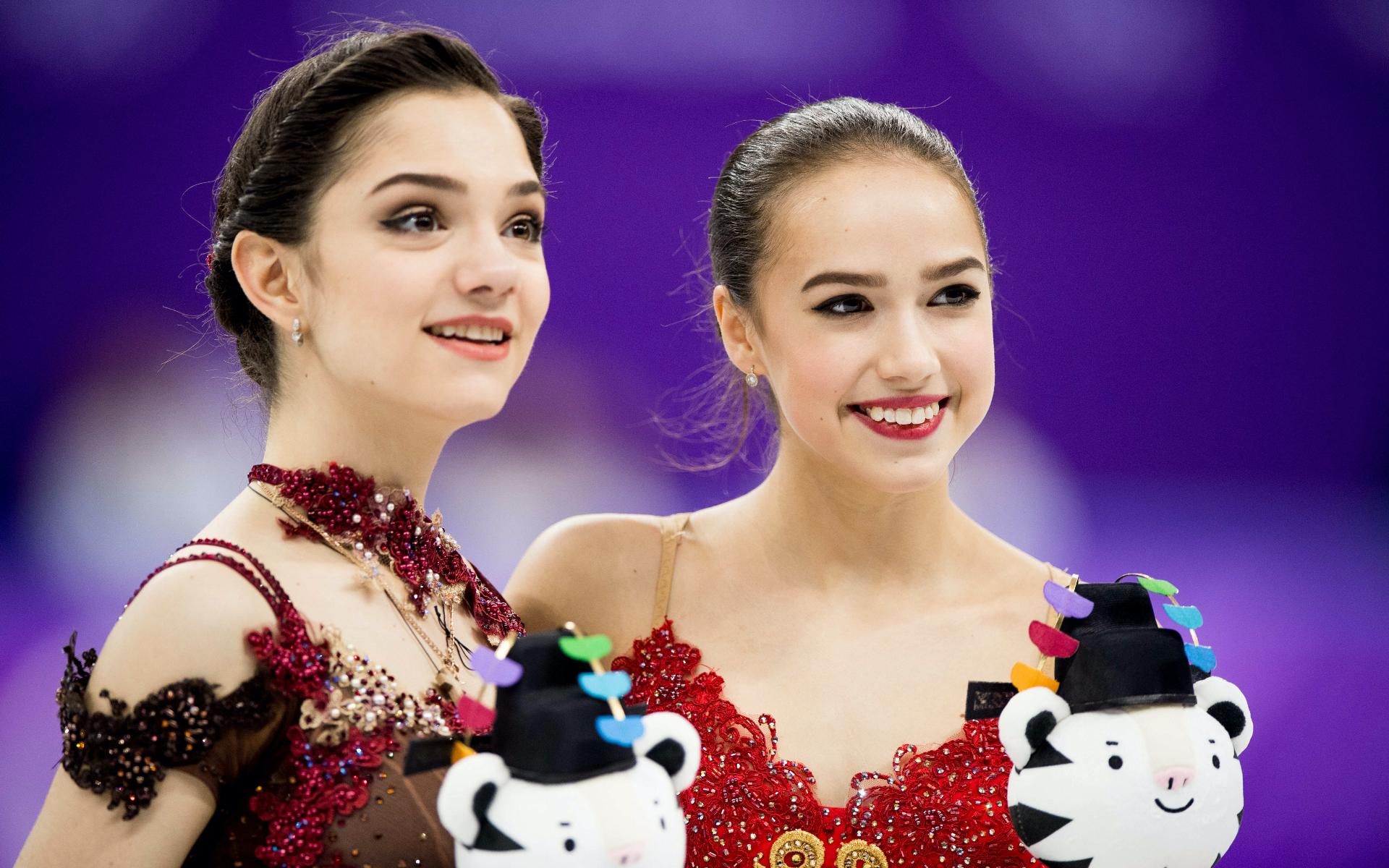 Фото:Евгения Медведева и Алина Загитова (Фото: ТАСС)