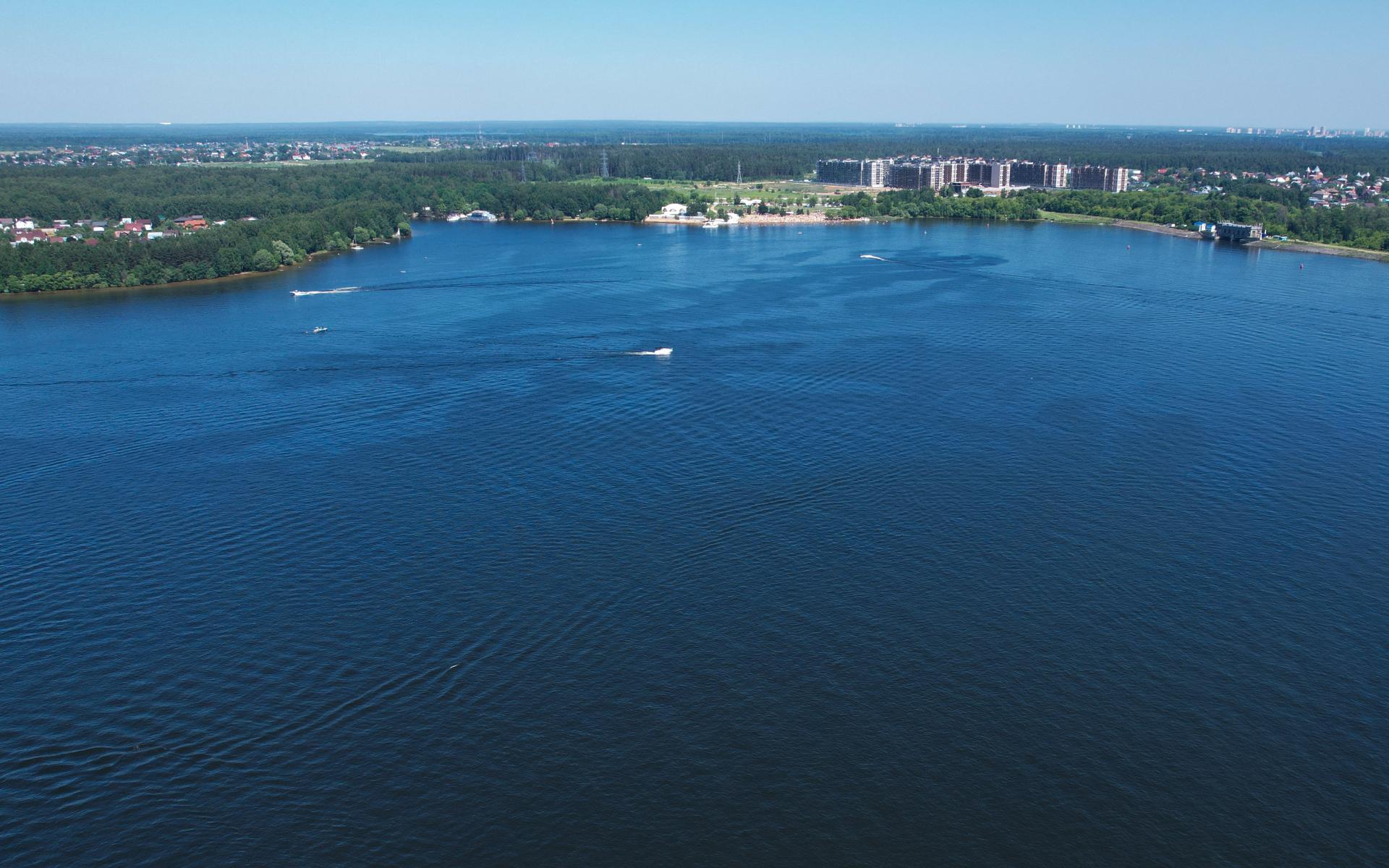 Для рек, каналов, водохранилищ и озер второй пояс ЗСО может иметь ширину более 2 км