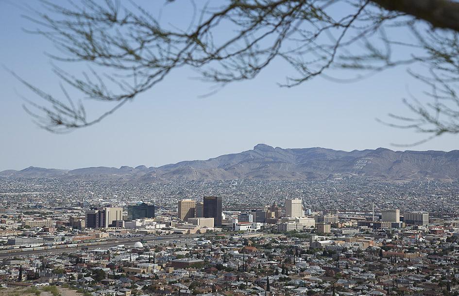 Когда американские ученые признали Эль-Пасо «самым потным городом» страны, мэру Джозефу Д. Варди подарили годовой набор дезодорантов