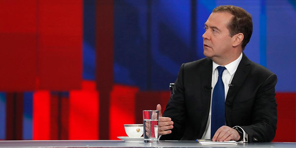 Премьер-министр РФ Дмитрий Медведев во время ежегодного итогового интервью представителям 20 телеканалов в телецентре «Останкино»