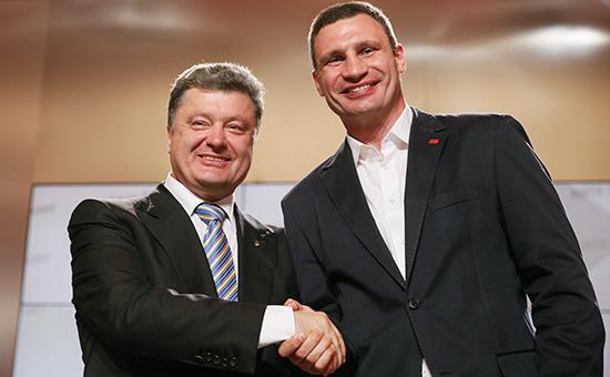 Президент Украины Петр Порошенко (слева) и мэр Киева Виталий Кличко. Архивное фото