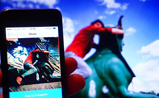 Приложение Prismа позволяет стилизовать сделанные насмартфоне фотографии под картины