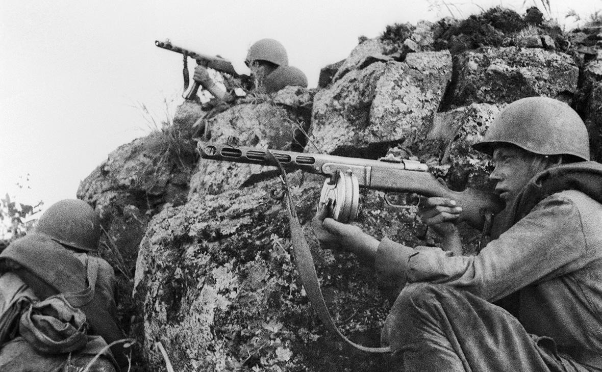 Советские войска ведут бои на сопках Маньчжурии