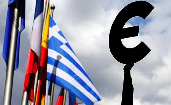 Флаги стран Евросоюза у парламента в Брюсселе