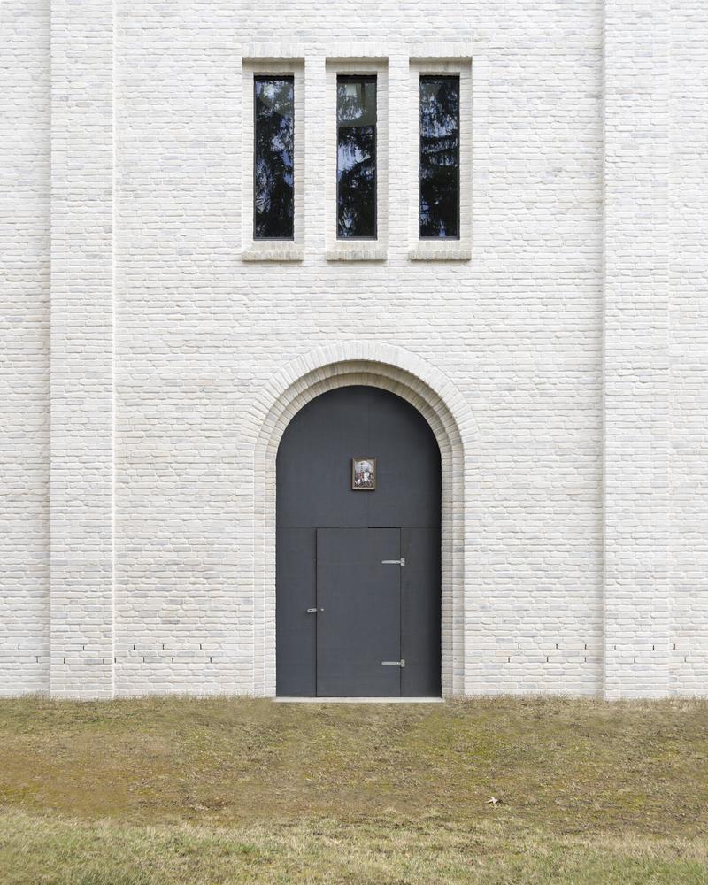 Помимо строительства нового здания, проект подразумевал реконструкцию существующего исторического здания поместья, которое превратится вгостевой дом дляпосетителей ипаломников