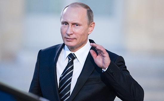 Президент России Владимир Путин покидаетЕлисейский дворец