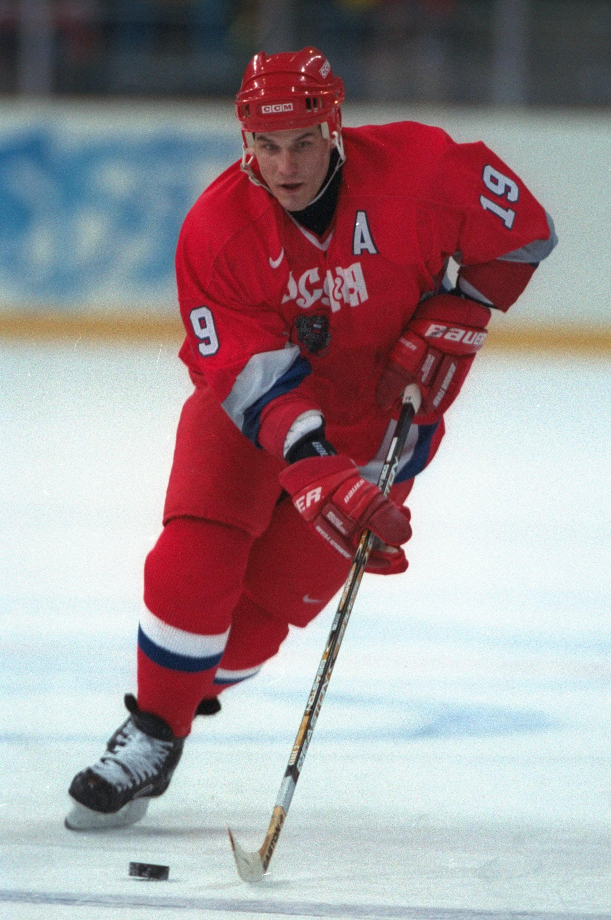 Алексей Яшин в игре за сборную России на Олимпиаде 1998 года