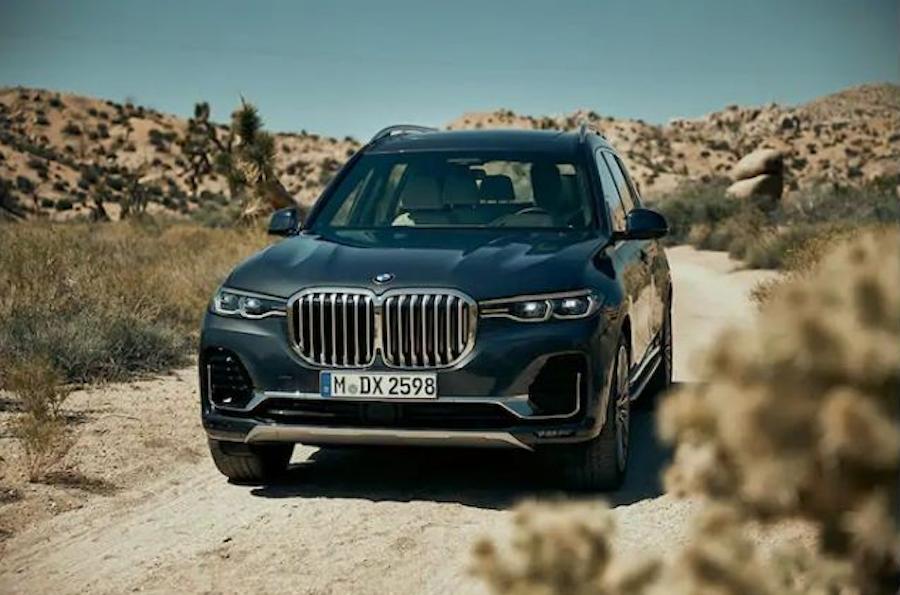 Это BMW X7. Решетки радиаторов стали значительно больше