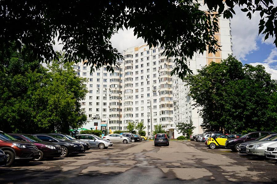 Участок в Тушино находится в Светлогорском проезде, между домами №7 и 9. «Ведомости»со ссылкой на источник в мэрииписали, что на этом месте ранее планировалось построить торговый комплекс.