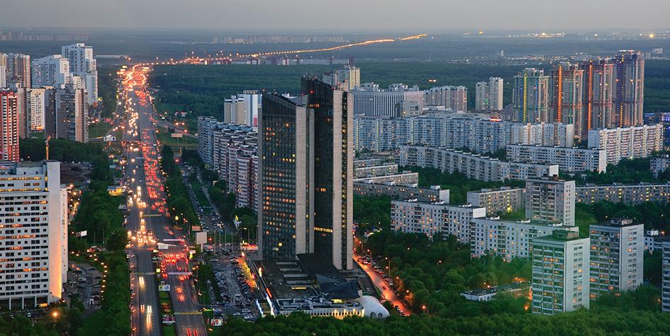 Вид на Ленинский проспект, Центральный дом туристаи жилой комплекс «Миракс Парк»