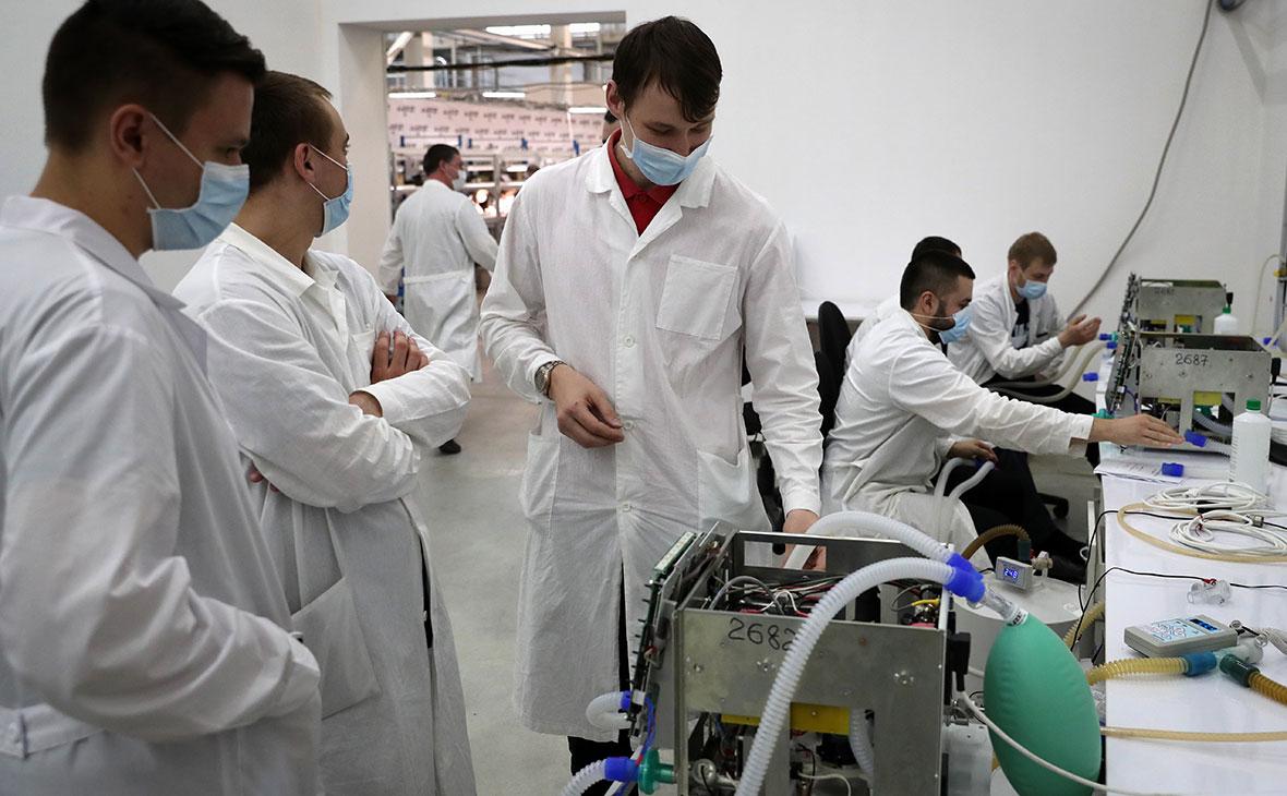 Сборка аппаратов искусственной вентиляции легких (ИВЛ) на АО «Уральский приборостроительный завод»