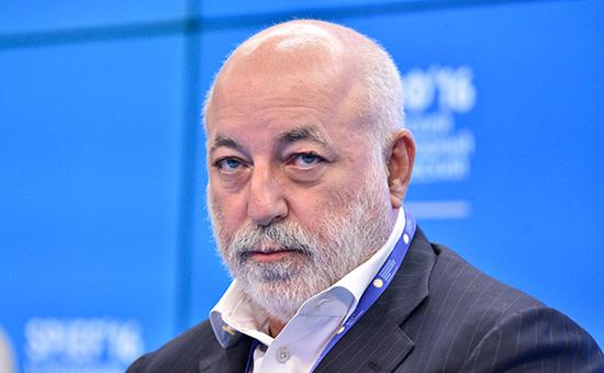 Глава «Реновы» миллиардер Виктор Вексельберг