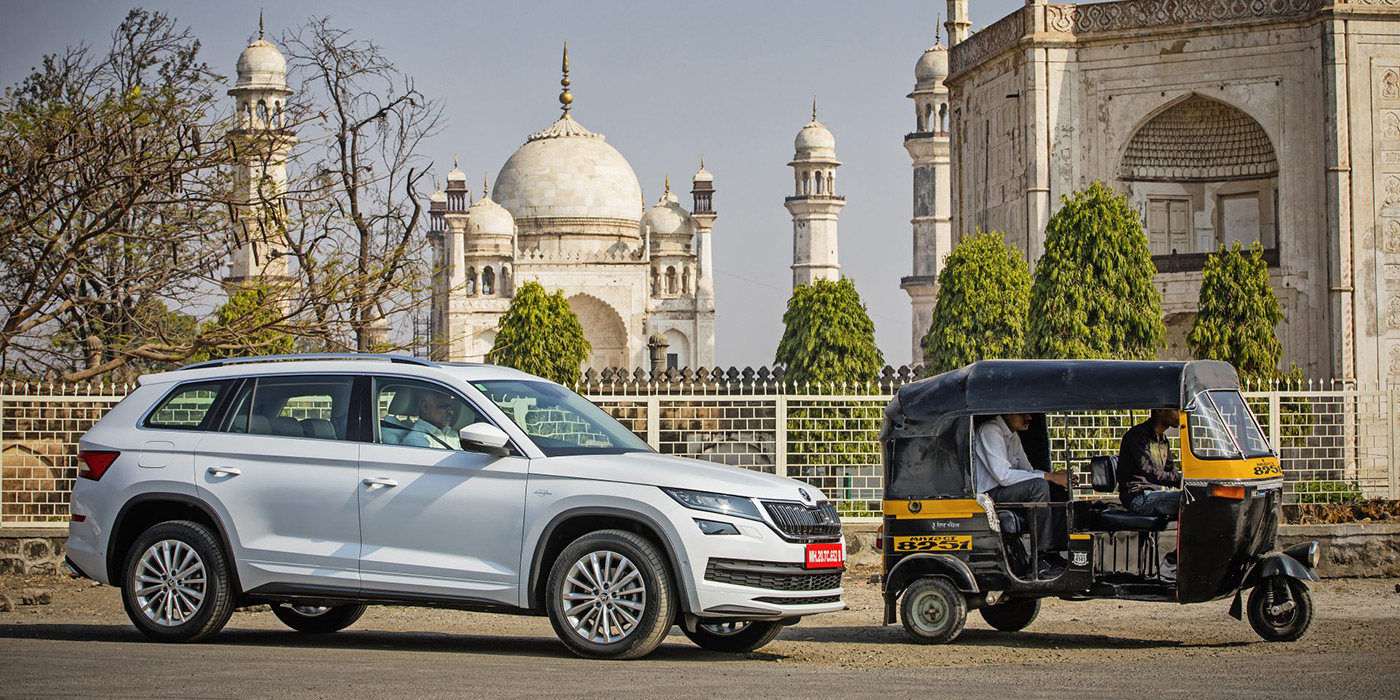 <p>Продажи новых автомобилей в Индии падают второй год подряд, но в следующую пятилетку автопроизводители смотрят с оптимизмом. Прогноз на 2025 год &ndash; минимум 3,55 млн&nbsp;машин. Для сравнения, в&nbsp;2001-м здесь продали&nbsp;всего 654 тысячи.</p>