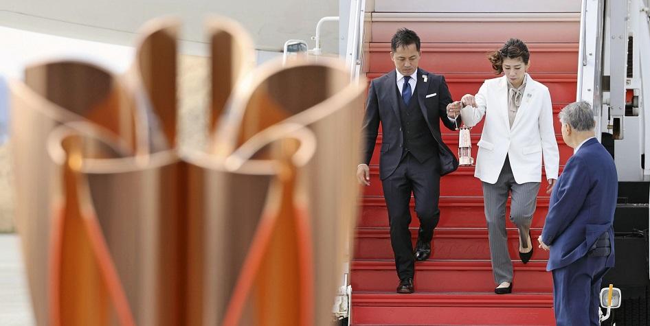 Фото: Олимпийский огонь на аэродроме в Японии Фото: Global Look Press