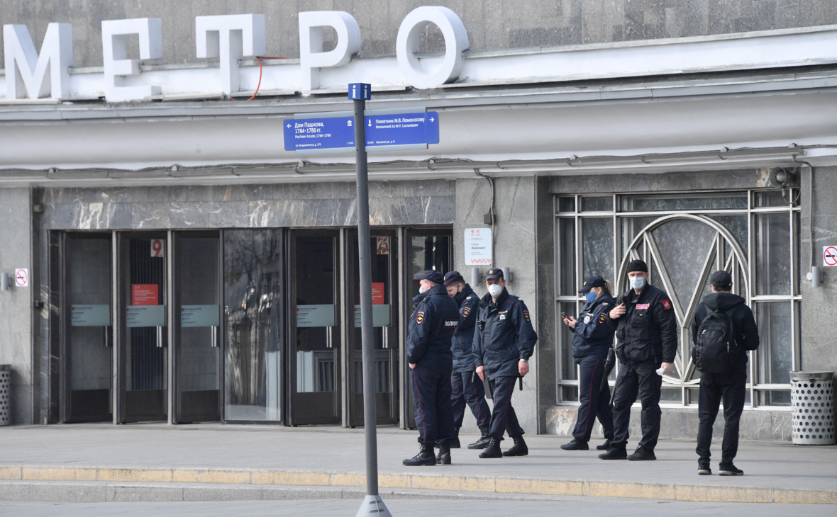 Вход на станцию метро «Боровицкая»