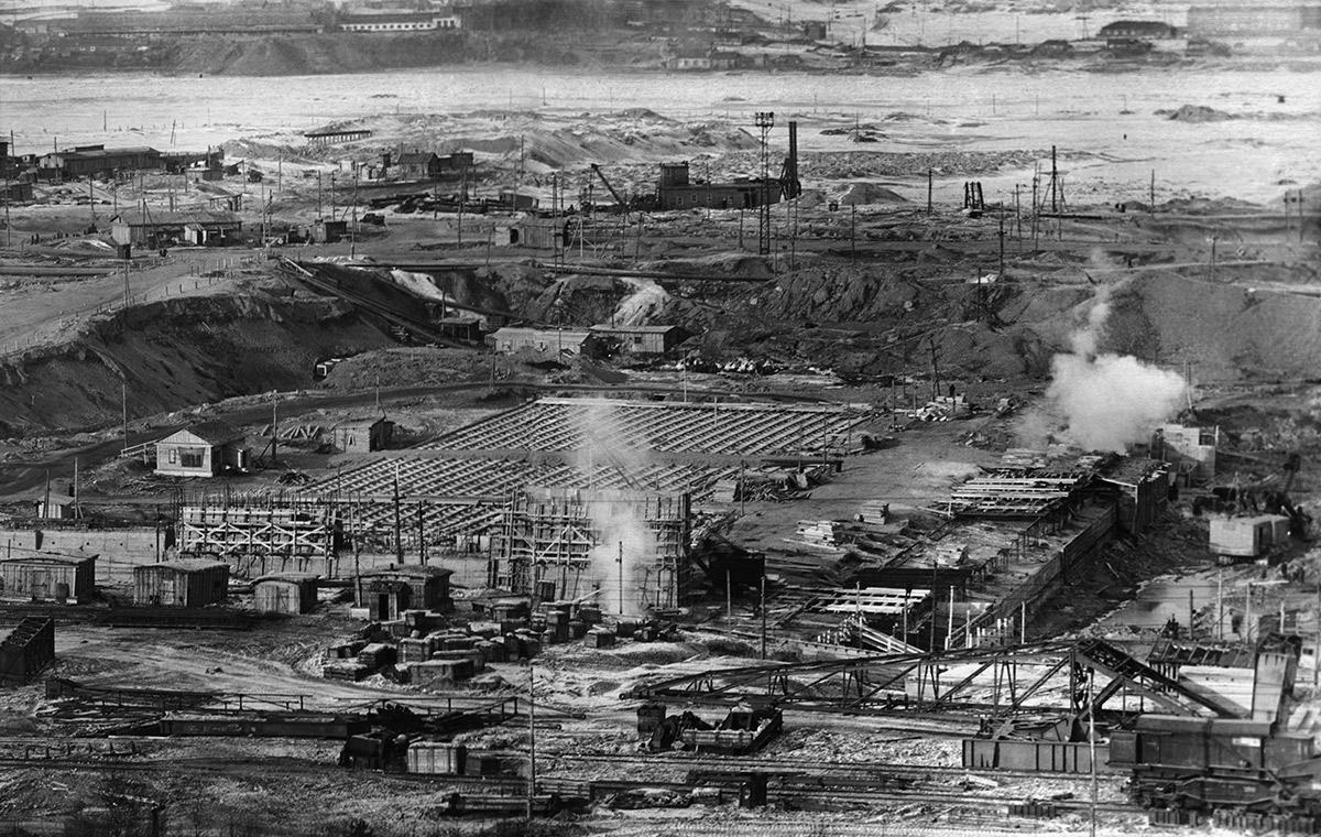 Строительство Челябинского металлургического завода. 1942 год