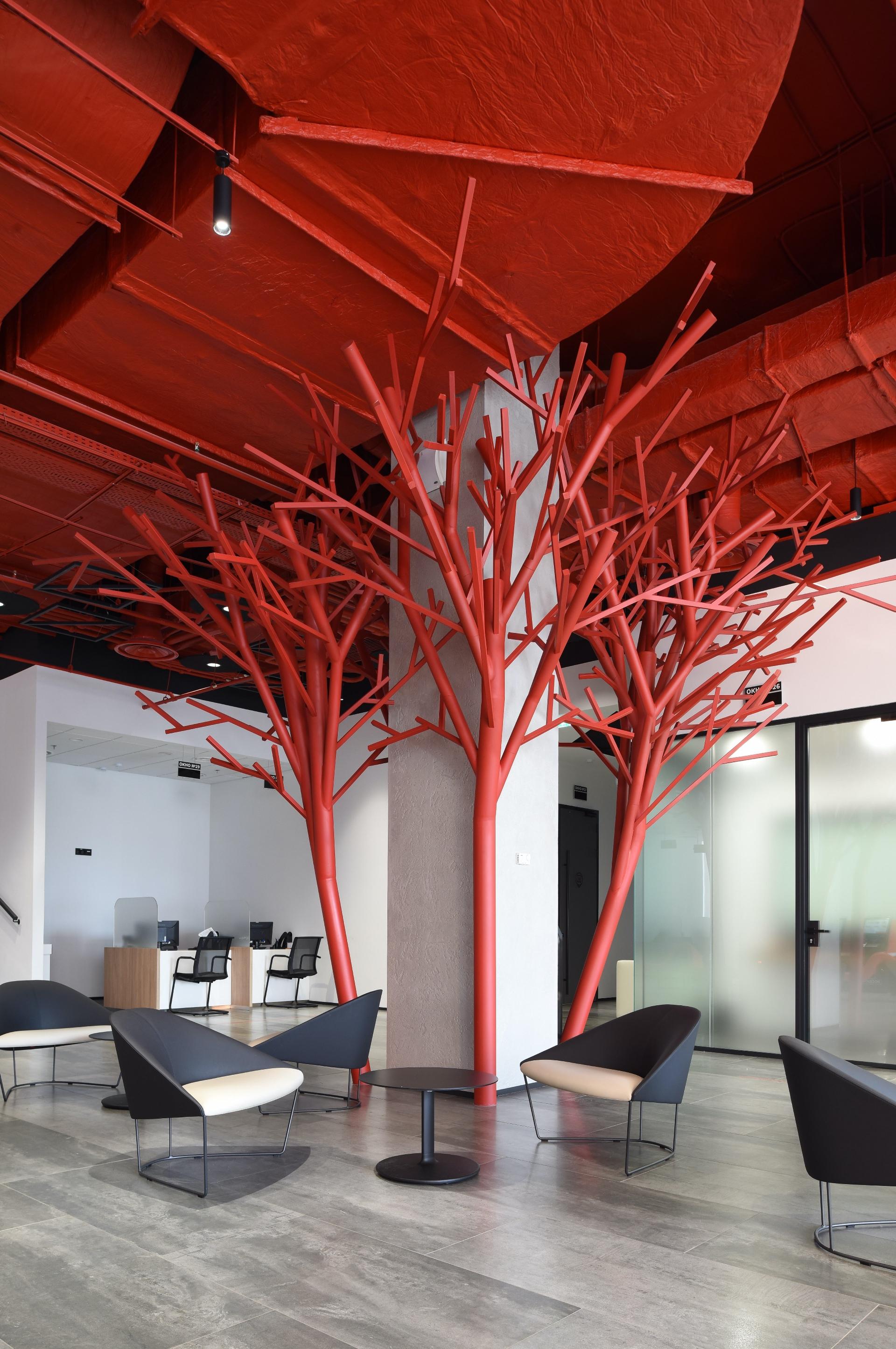 Дерево как символ дома «растет» в ипотечном центре.