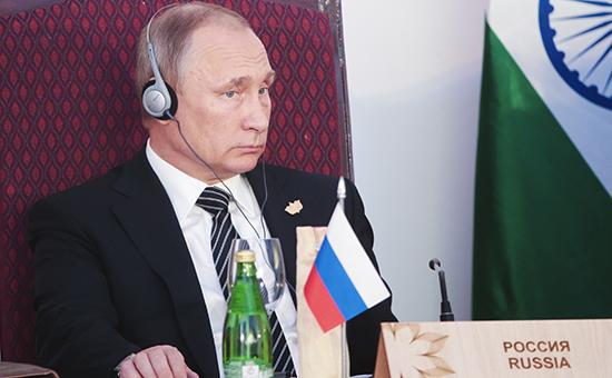 Президент России Владимир Путин вовремя встречи лидеров БРИКС