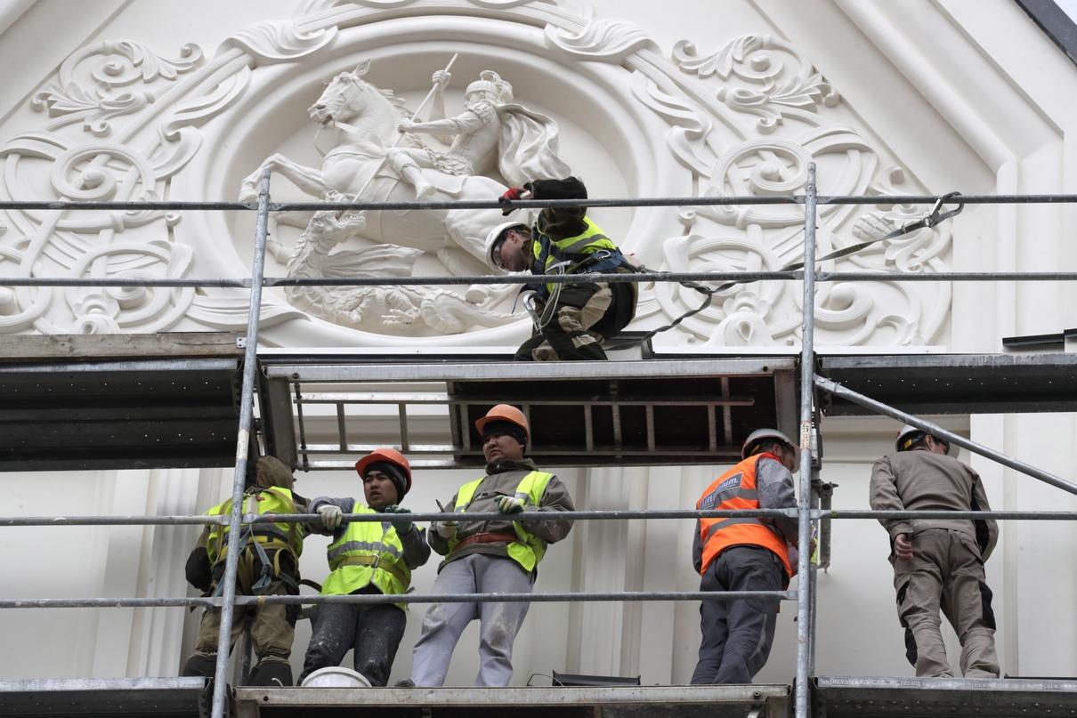 Восстановленный горельеф с изображением Георгия Победоносца