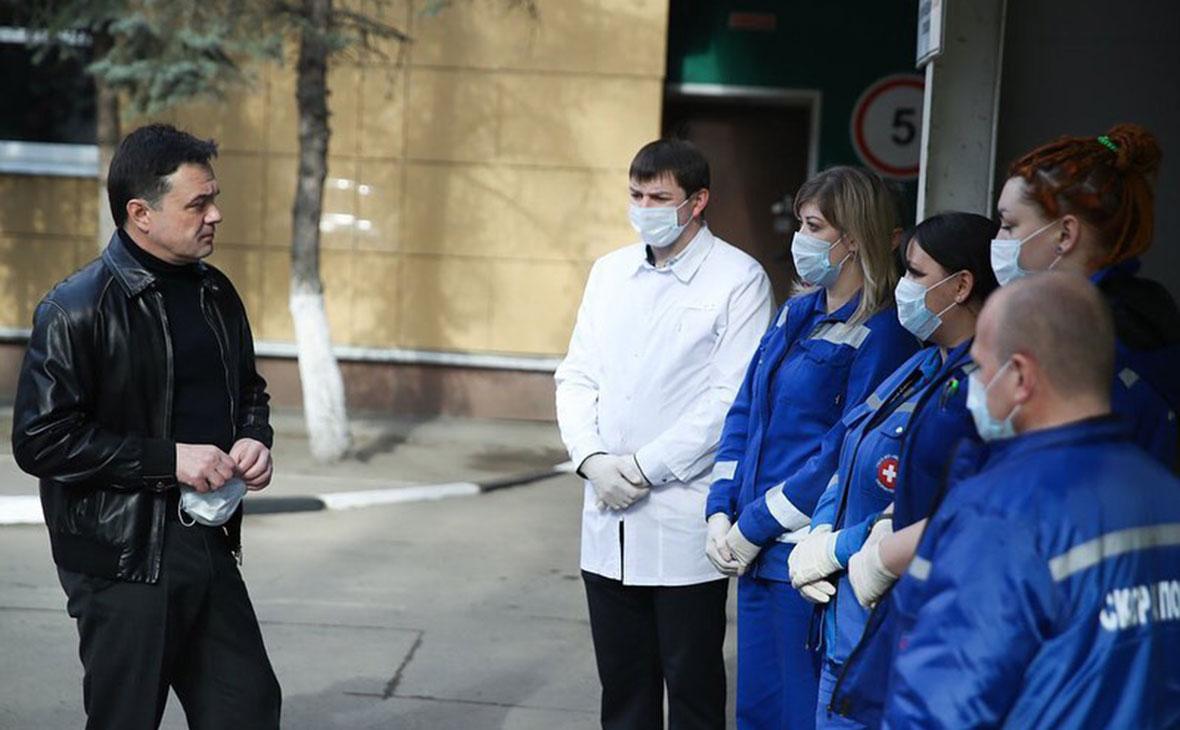 Андрей Воробьев и сотрудники скорой помощи