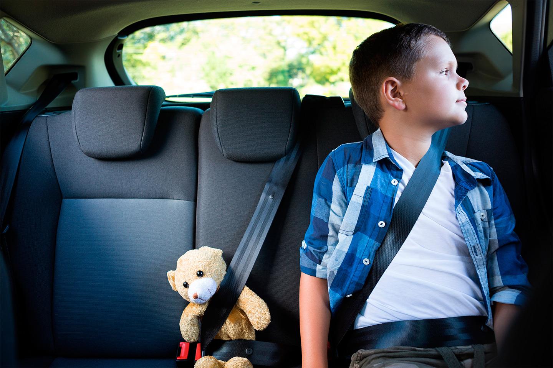 <p>Дети в возрасте от 7 до 11 лет включительно уже могут ездит на заднем ряду без автокресла и бустера, но с использованием ремней безопасности.</p>