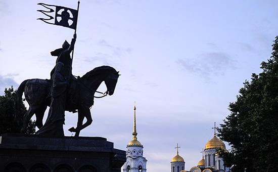 Памятник князю Владимиру и святителю Феодору во Владимире