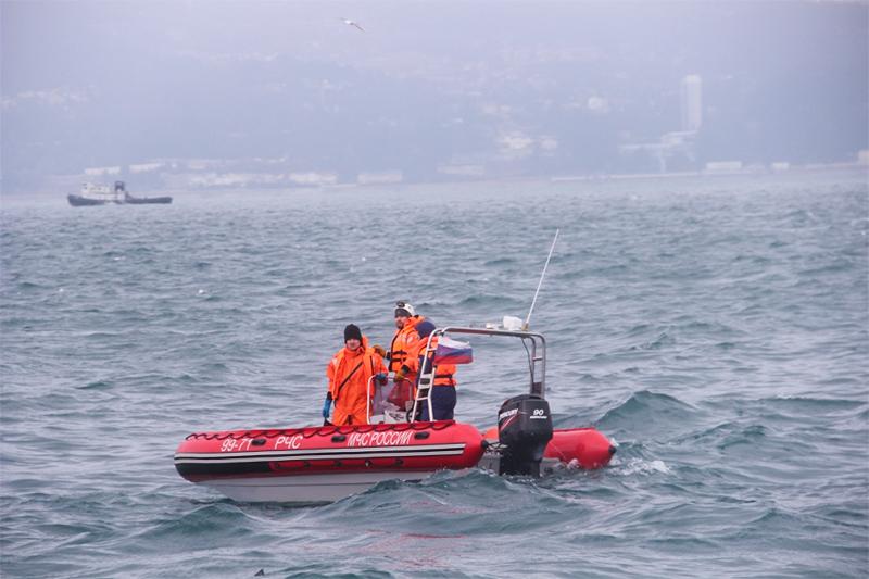 Поисково-спасательные работы у побережья Черного моря, где потерпел крушение самолет Минобороны России Ту-154