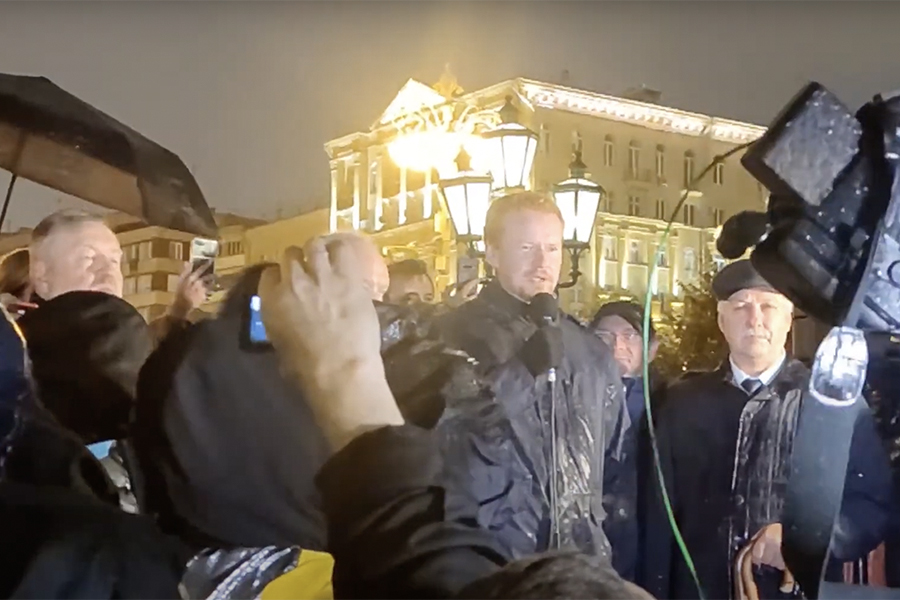 Денис Парфенов во время несогласованной акции протеста против итогов выборов на Пушкинской площади