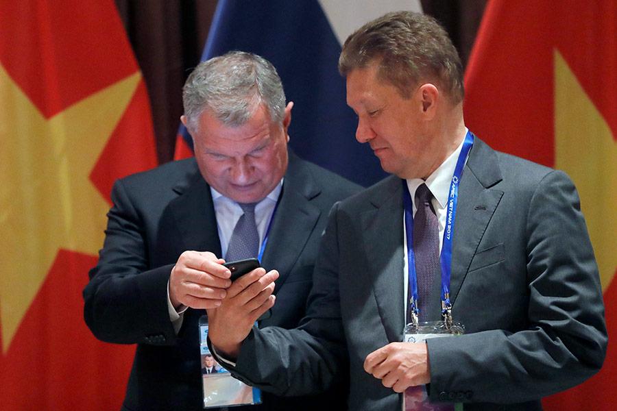 Президент, председатель правления ОАО «НК «Роснефть» Игорь Сечин (слева) и заместитель председателя совета директоров, председатель правления ПАО «Газпром» Алексей Миллер