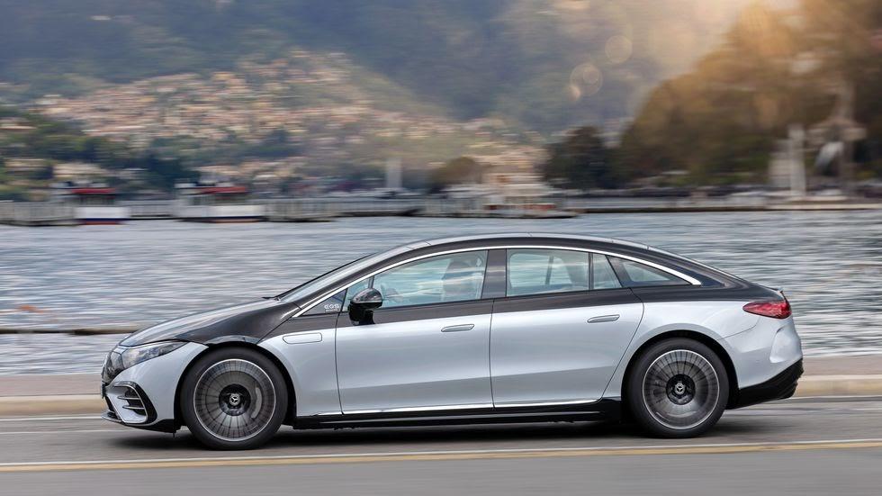 Так выглядит электромобиль EQS: колесная база стала уже, а лобовое стекло и крыша соединены плавно, без резких переходов