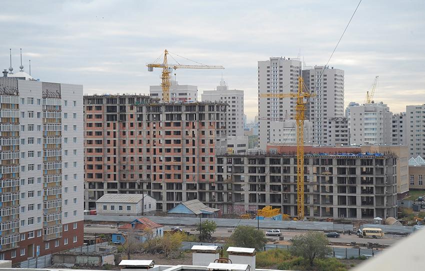 Фото: ИТАР-ТАСС/ Владимир Бугаев.  Строительство жилых домов в одном из микрорайонов Астаны