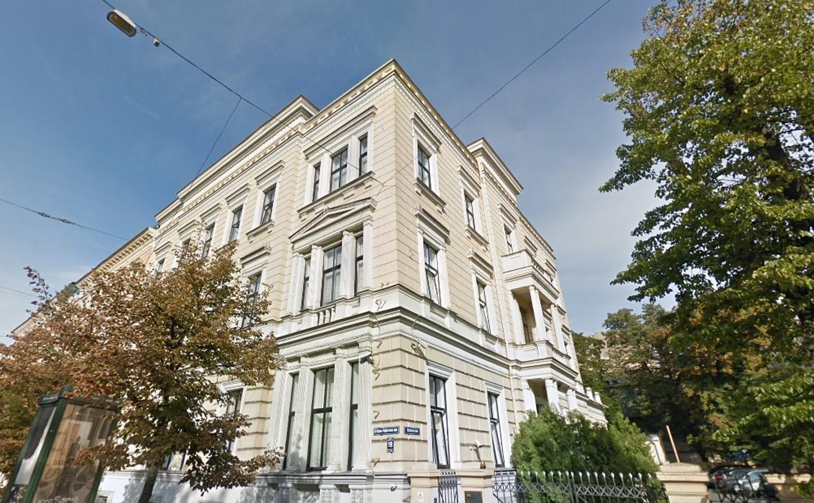 Вид на здание в Риге под музей русского и латышского искусства