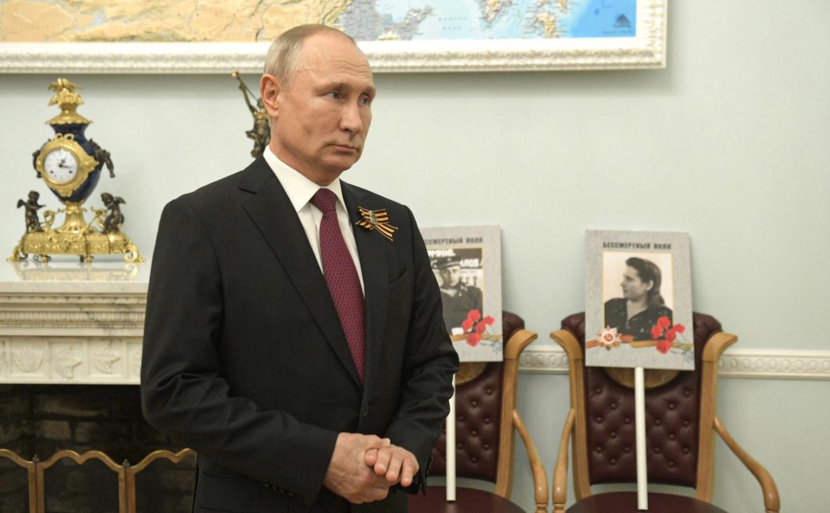 Кремль отказался загадывать об участии Путина в Бессмертном полку