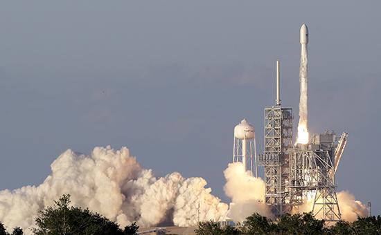 Запуск ракеты-носителя Falcon 9 скоммуникационным спутником Inmarsat-5 F4