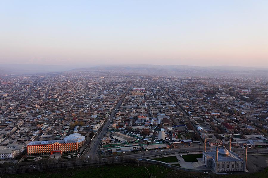 Ош—второй почисленности город Киргизии. В городе иего пригородах проживают немногим более 270тыс. человек.