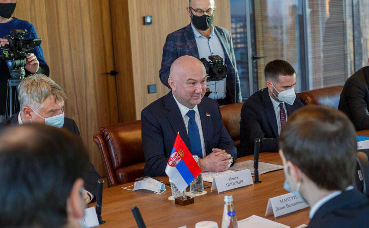 Ненад Попович (в центре)