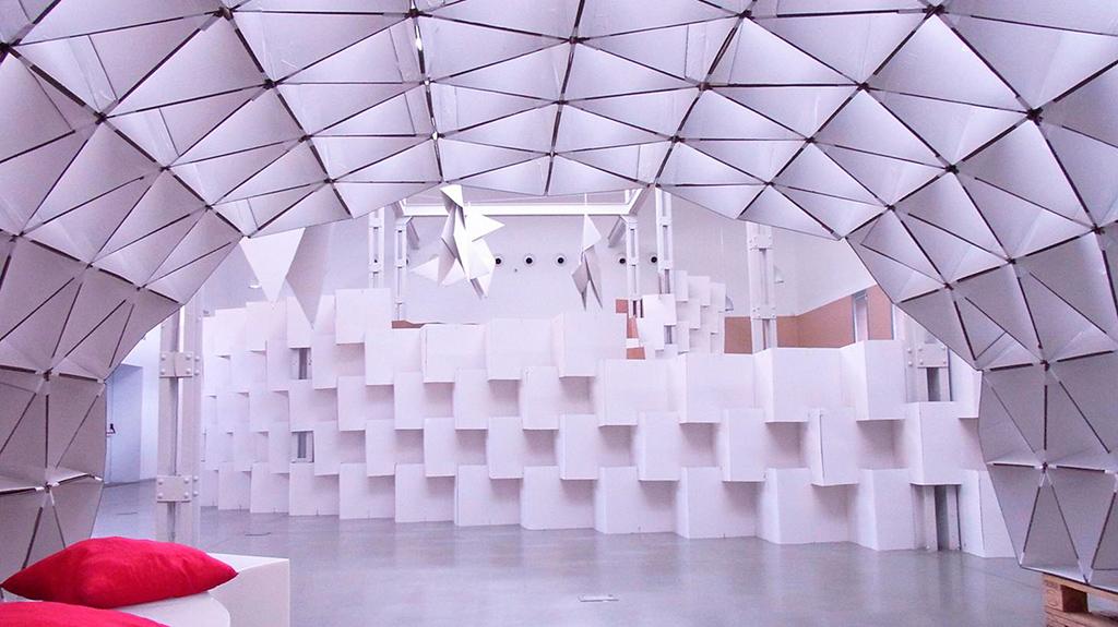 Название проекта: Cardboard Project Какой вуз представляет: Universidad de Valladolid, Испания   Павильон, в котором стены, потолок и колонны собраны полностью из картона