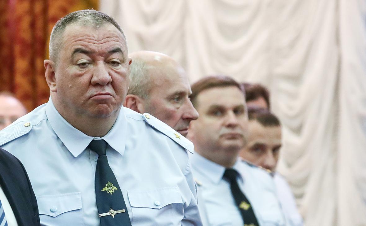 Сергей Плахих (слева)