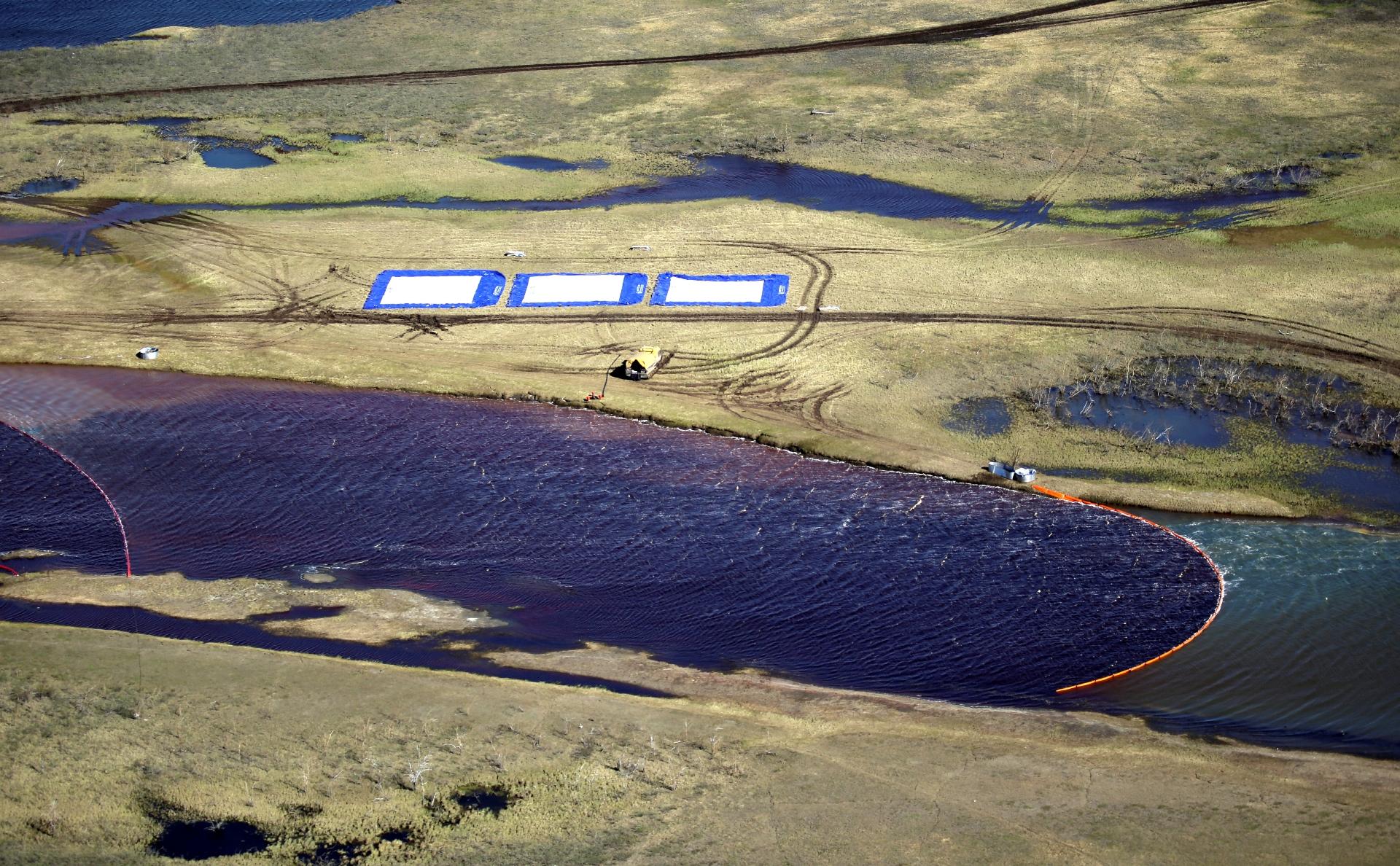 Устранение последствий разлива топлива на ТЭЦ-3 в Норильске