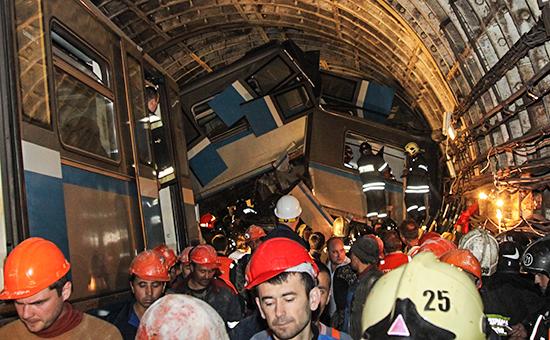 На месте аварии в тоннеле между станциями «Славянский бульвар» и «Парк победы» на Арбатско-Покровской линии. 15 июля 2014г.