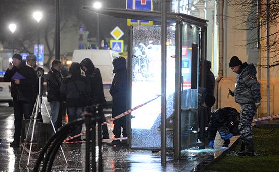 На автобусной остановке в центре Москвы произошел взрыв