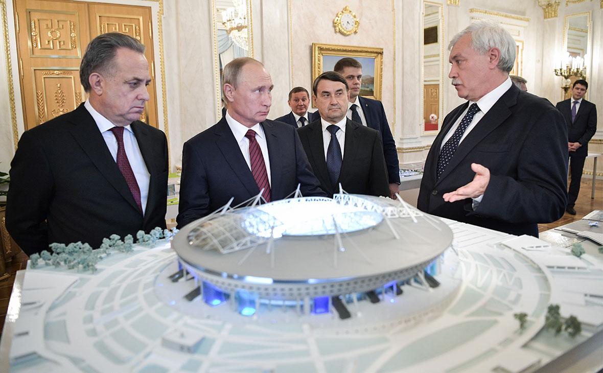 Вице-премьер Виталий Мутко, Владимир Путин, помощник президентаИгорь Левитин и Георгий Полтавченко