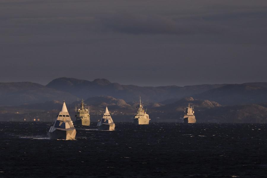 Военные корабли НАТО и шведские корветы HMS Nyköping и HSwMS Karlstad