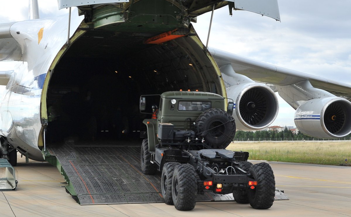 Прибывшая партия компонентов зенитно-ракетных комплексов С-400 в Турции
