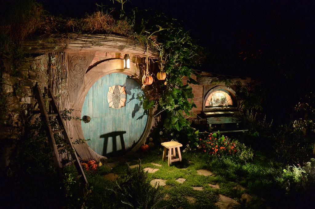 Вход в дом Бильбо Бэггинса. Фото декораций со съемочной площадки